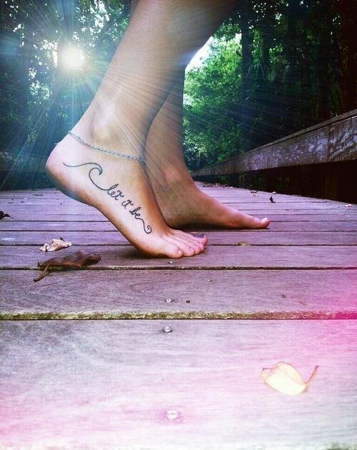 Тату надписи на ногах (29 фото)